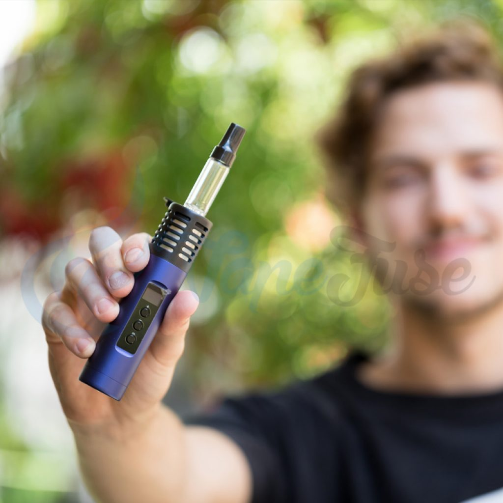 Arizer Air II Mystic Blue with Matt Lifestyle Image
